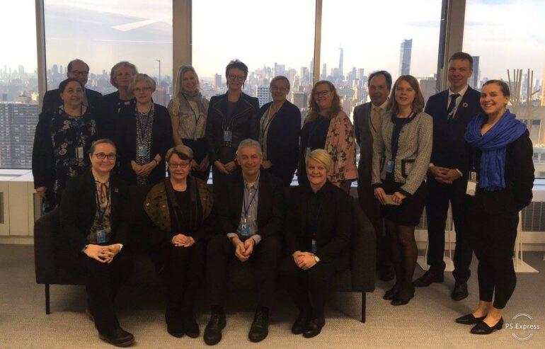 YK::n CSW-kokouksen osallistujia yhteiskuvassa